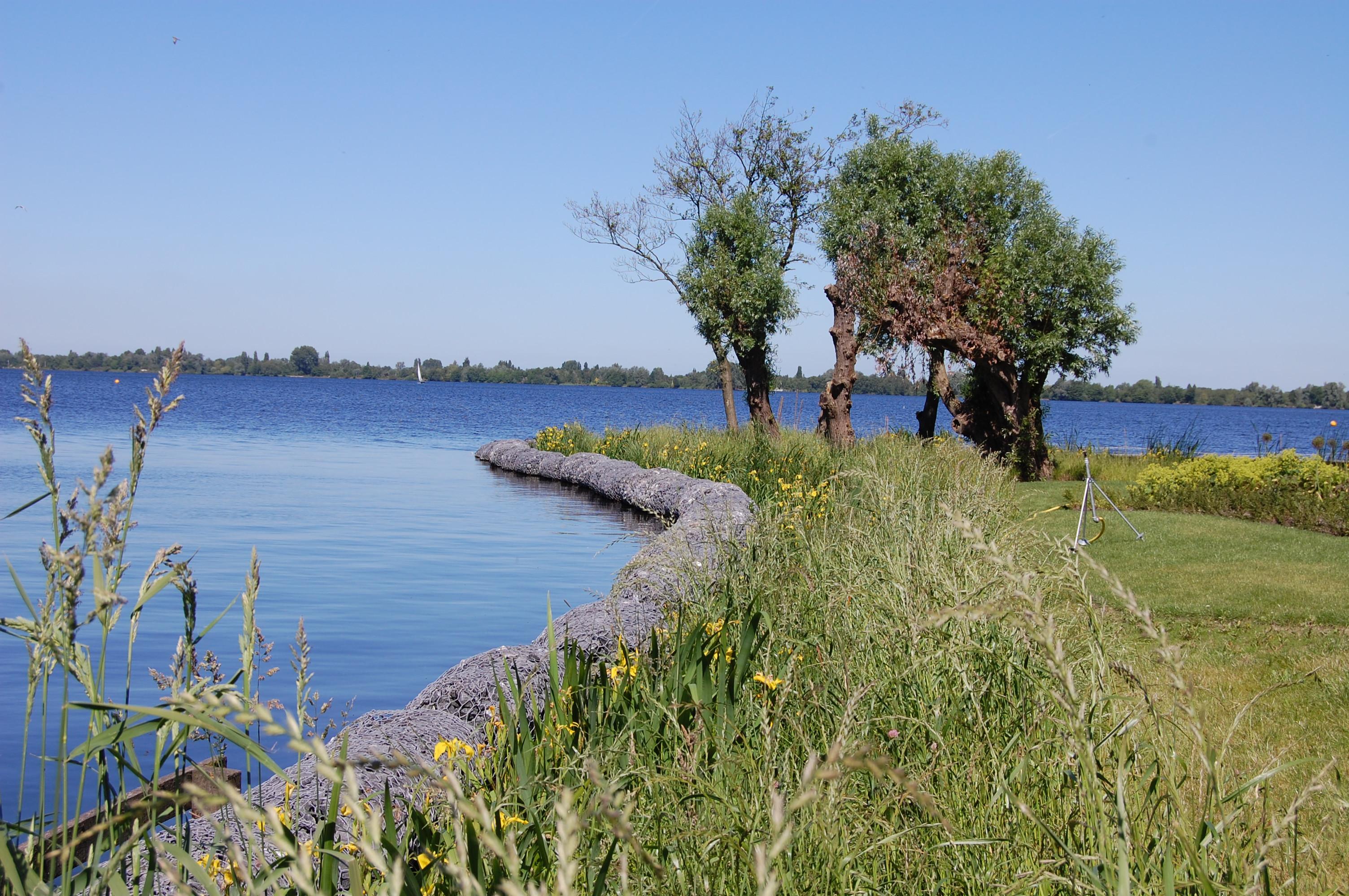 Gabionen an Uferböschungen und als Bodenbefestigung